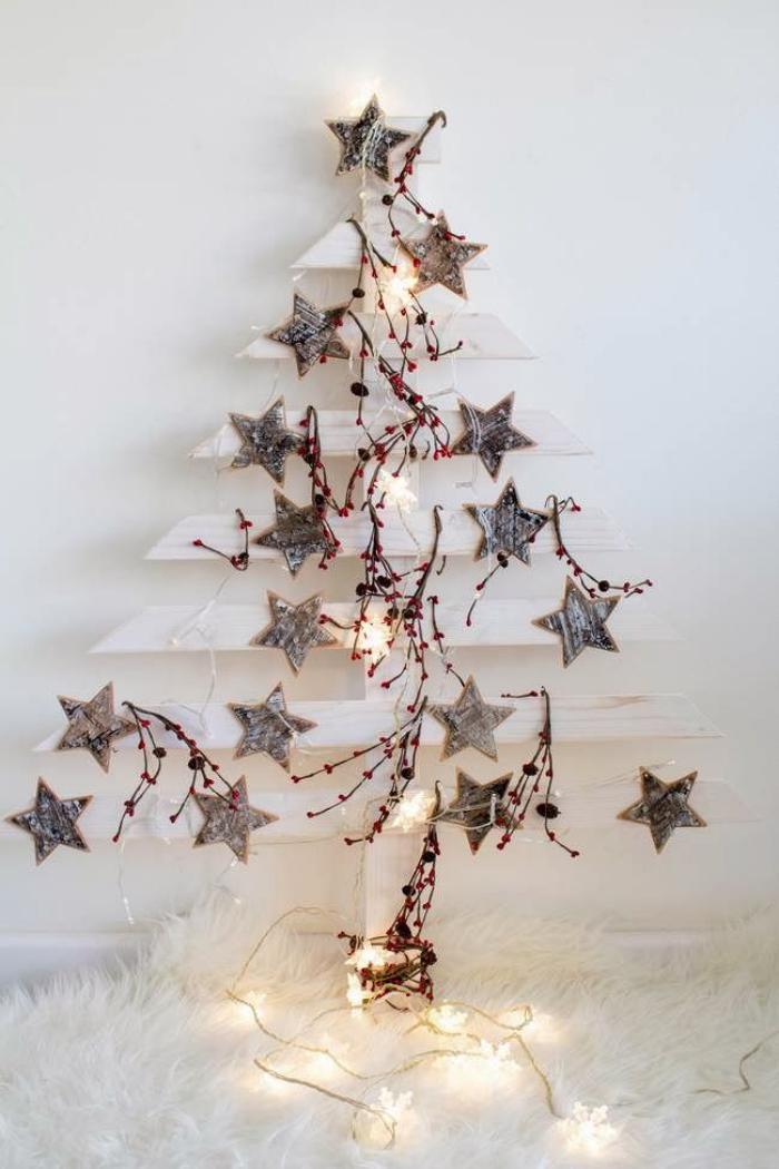 arbre-de-noel-blanc-en-bois-recyclé-et-belles-étoiles
