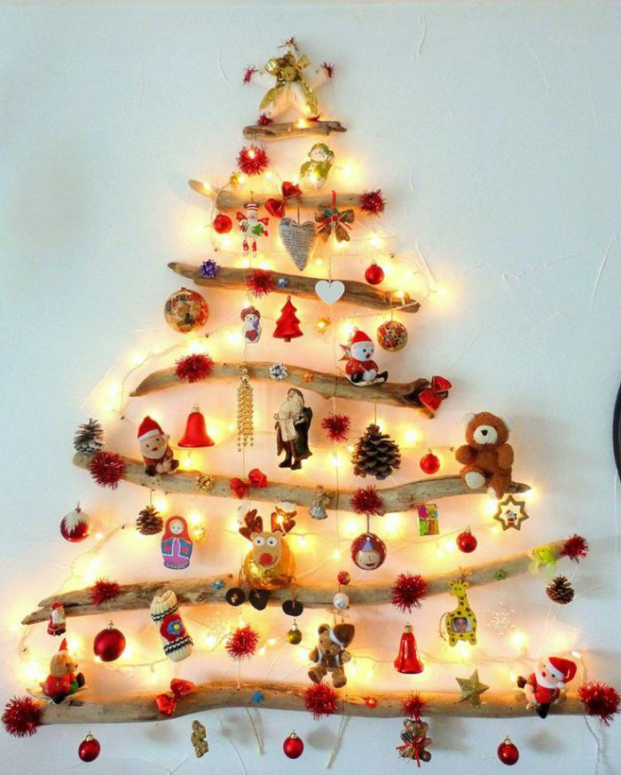 arbre-de-noel-fantastique-avec-des-jouets-de-noel