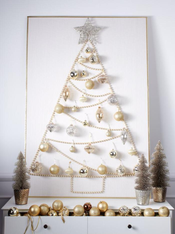 arbre-de-noel-unique-avec-une-chaine-de-perles