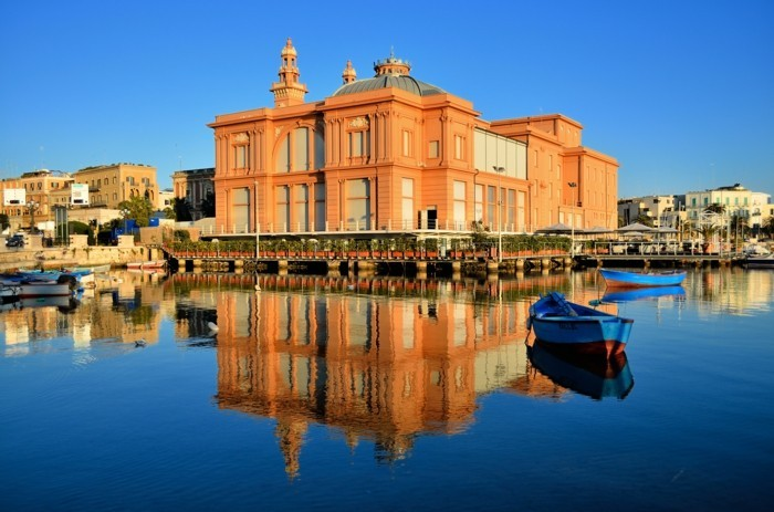 bari-ville-italienne-de-plus-de-300-000-habitants,-chef-lieu-de-la-ville-métropolitaine-de-Bari-resized