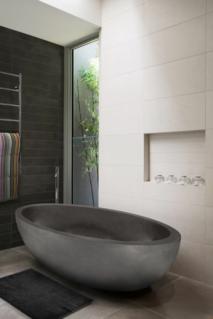beige-mur-carrelage-gris-granith-cool-baignoir-ilot-baignoire-moderne-baignore-moderne