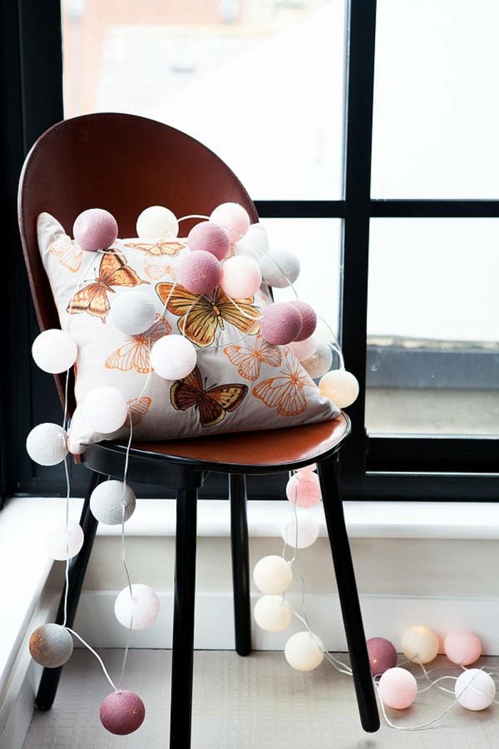 belle-déco-intérieur-noel-guirlande-de-boules-cool-chaise-intérieur-design