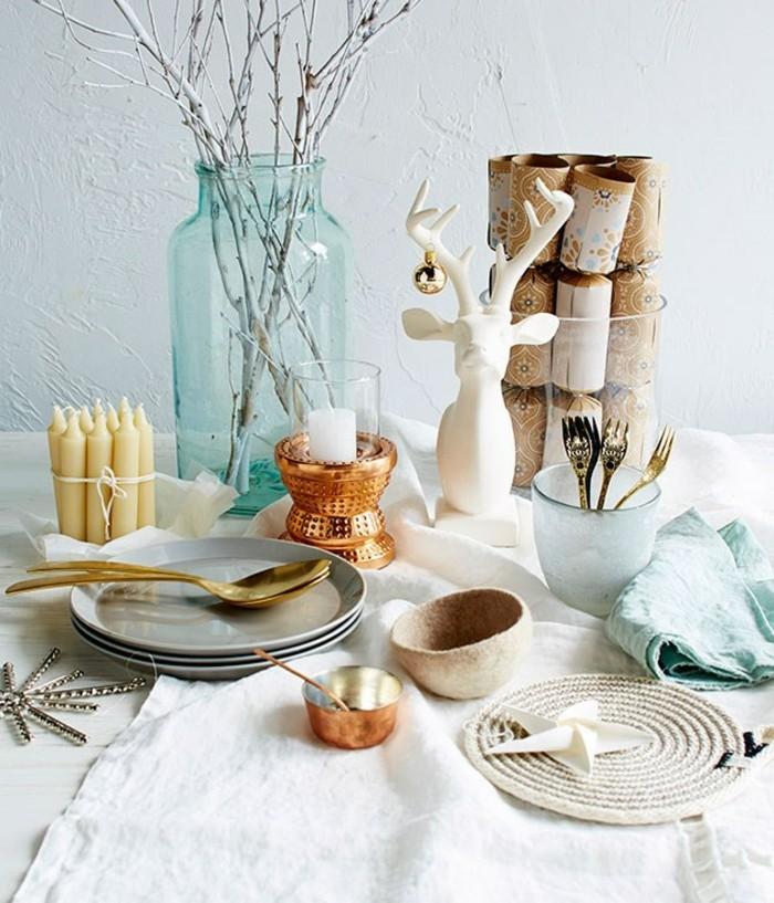 belle-décoration-de-noel-à-fabriquer-deco-table-de-noel-vase-aigue-marine