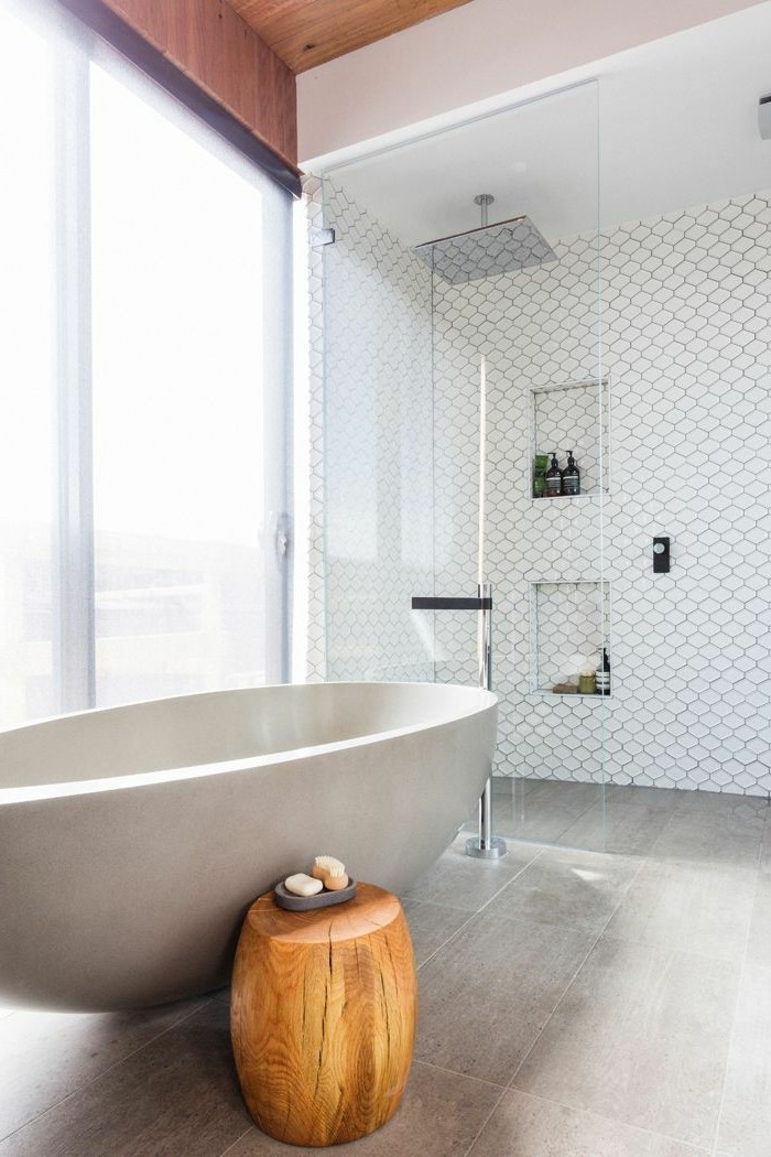 belle-idee-deco-salle-de-bain-cool-baignoir-ilot-baignoire-moderne-baignore