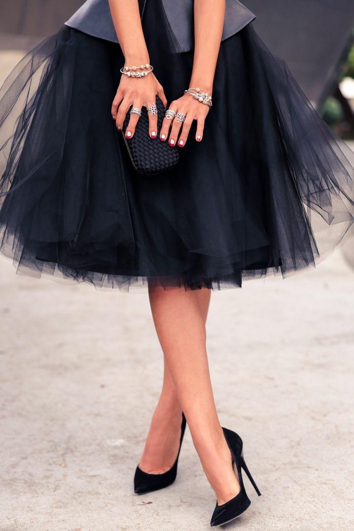 belle-jupe-veste-cuir-chaussures-à-talon-escarpins-confortables-escarpins-pointu