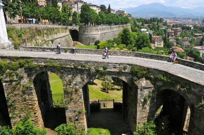 bergamo-la-beauté-visite-en-italie-belles-villes-et-coins-les-plus-belles-villes-du-monde-resized
