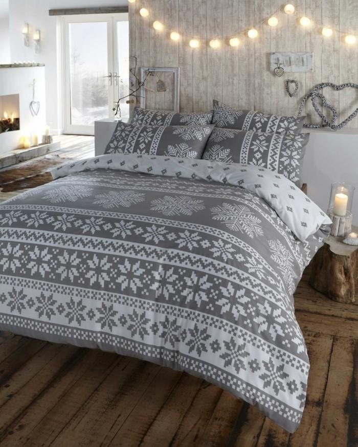 boule-guirlande-lumineuse-beau-guirlande-boule-papier-lit-couverture-gris-cheminée-chambre-à-coucher