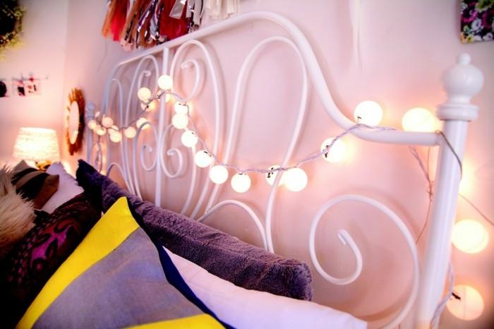 boule-guirlande-lumineuse-guirlande-boule-papier-lit-décoré-noel