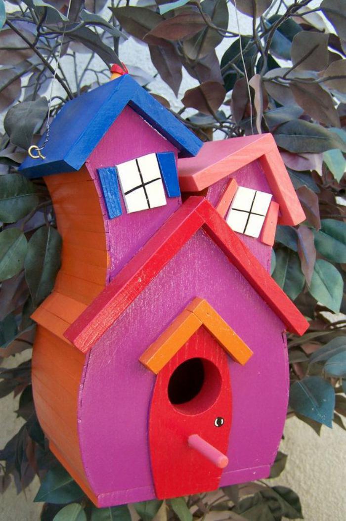 cabane-à-oiseaux-asymétrique-couleur-rose