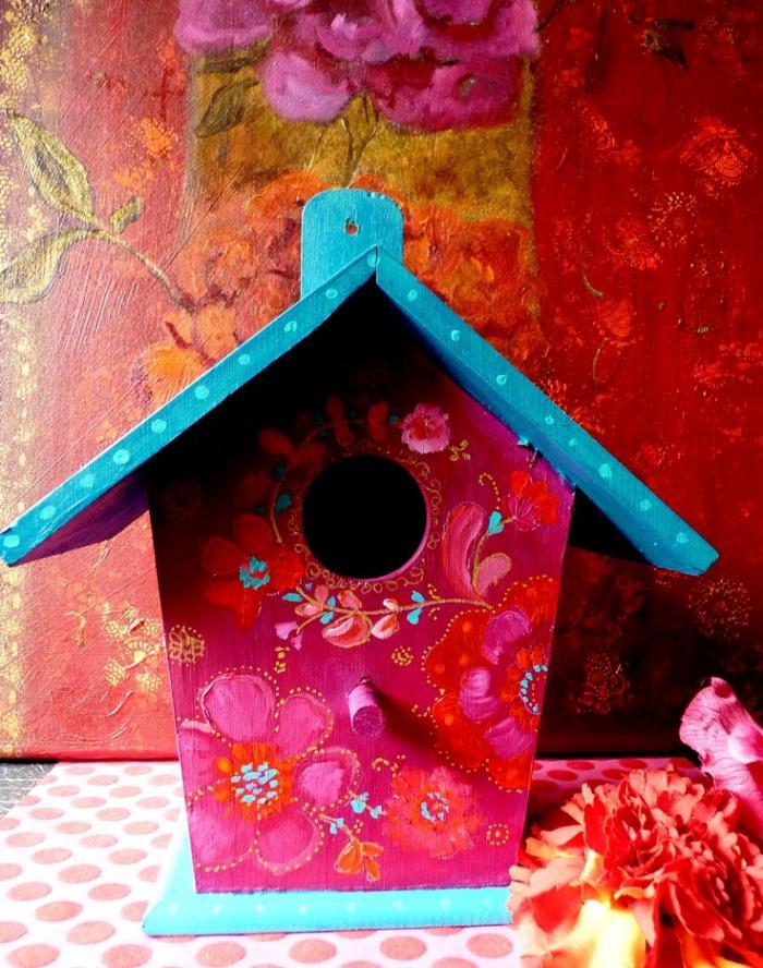 cabane-à-oiseaux-maison-d'oiseaux-art-peinte-en-rose-et-bleu