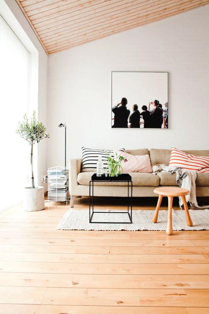 Le canap beige meuble classique pour le salon for Salon contemporain chaleureux