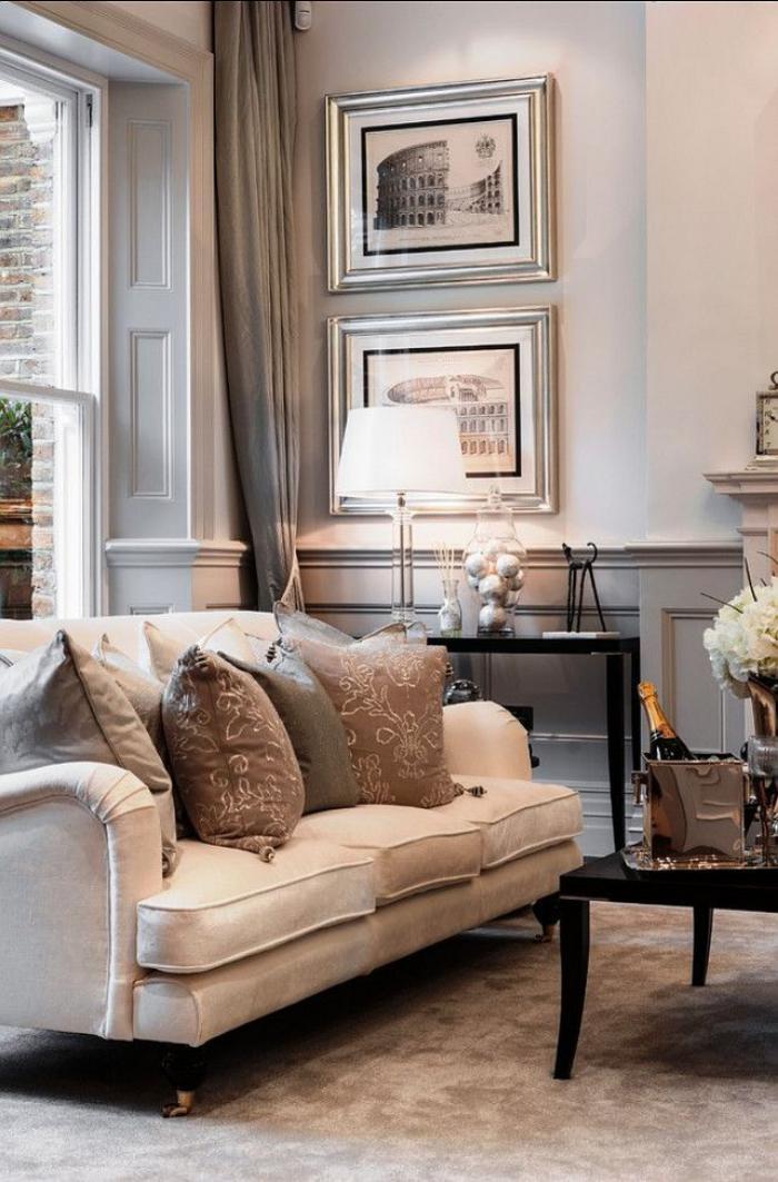 canapé-beige-trois-places-avec-coussins-de-la-gamme-beige