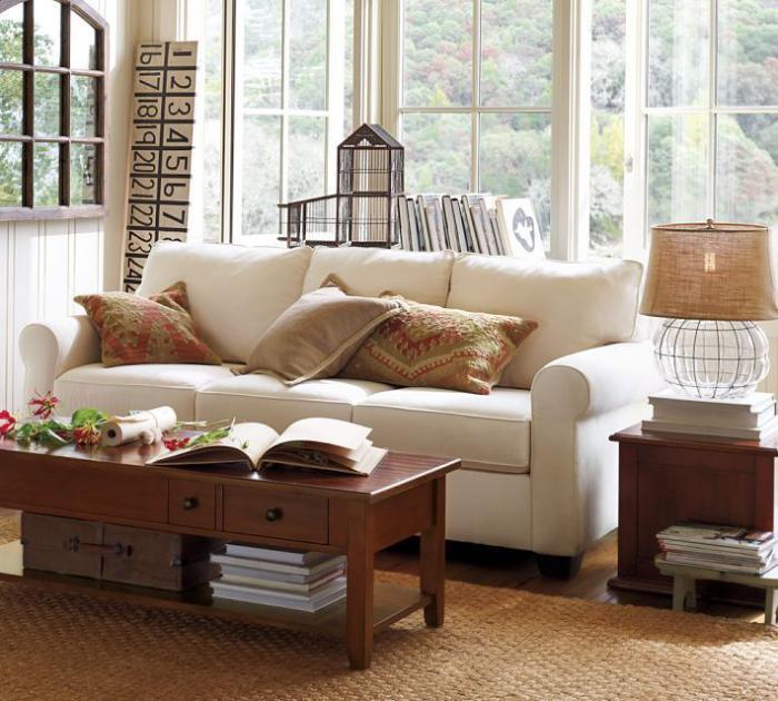 canapé-beige-trois-places-et-table-avec-tiroirs