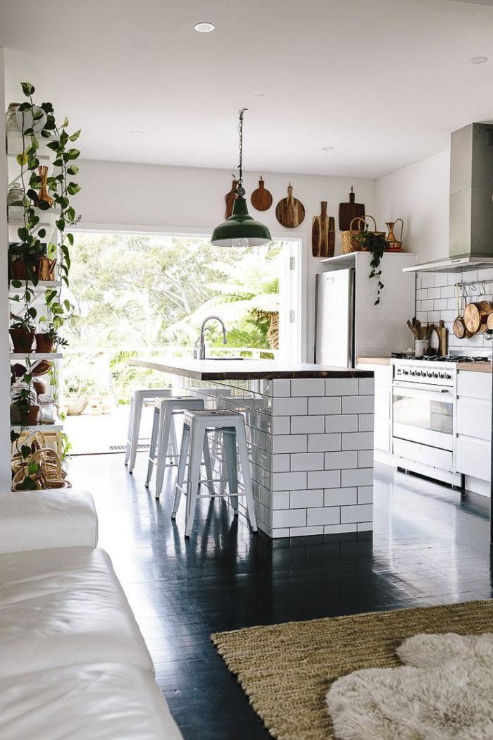 le carrelage blanc brillant une d coration murale parfaite. Black Bedroom Furniture Sets. Home Design Ideas