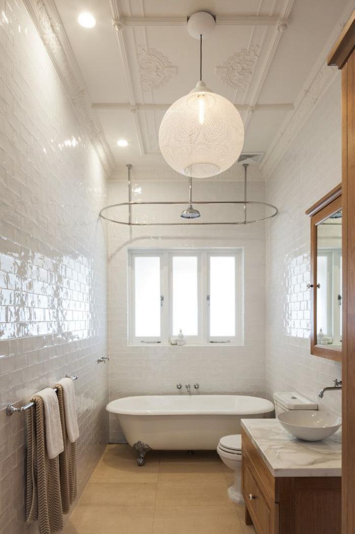 carrelage-blanc-brillant-jolie-salle-d'eau-élégante