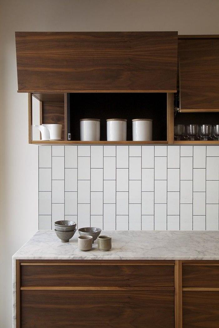 carrelage-blanc-brillant-pour-le-mur-de-la-cuisine