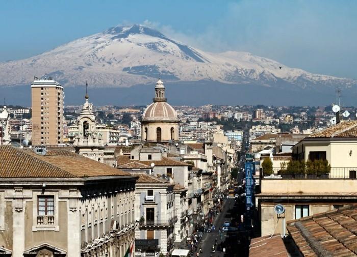 catania-les-plus-belles-villes-du-monde-la-mer-resized