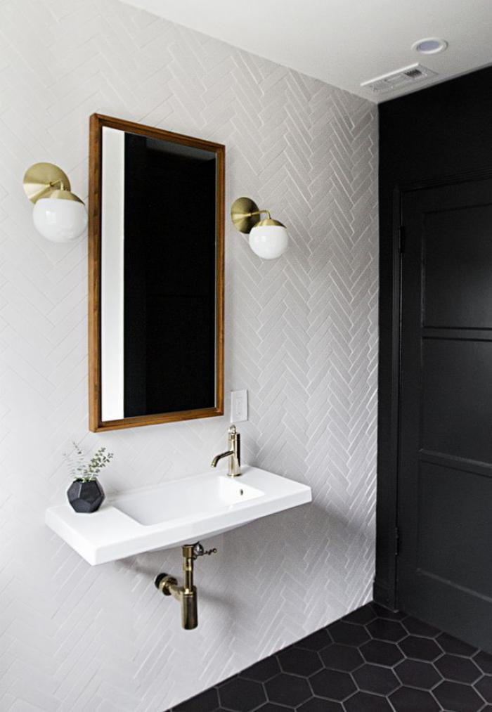 carrelage-blanc-brillant-appliques-murales-miroir-rectangulaire
