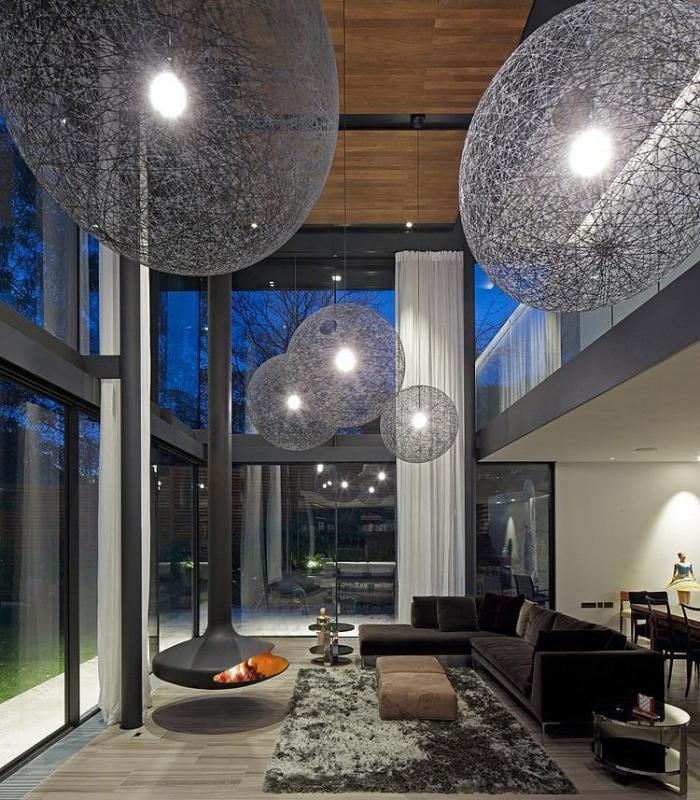 cheminée-focus-cheminée-contemporaine-grandes-suspendiond-boules