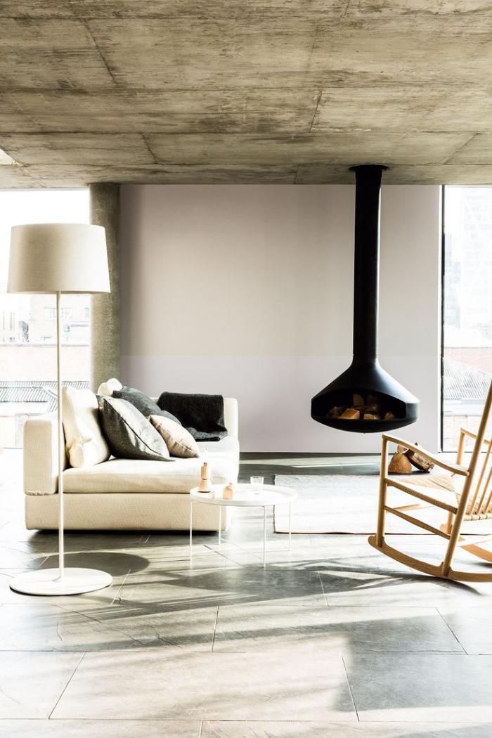 cheminée-focus-intérieur-contemporain-plafond-en-béton