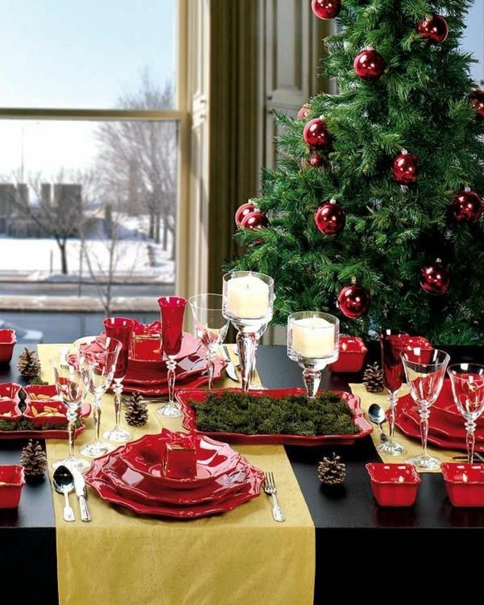 chemin-de-table-fleurs-bougies-noel-idee-deco-table-table-de-noël