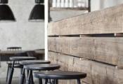 Le comptoir en bois recyclé est une jolie tendance à adopter