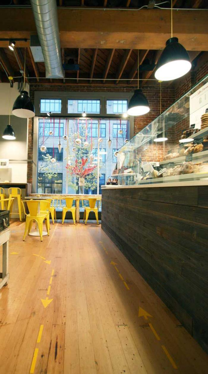 comptoir-en-bois-recyclé-bar-en-bois-original-belle-boulangerie