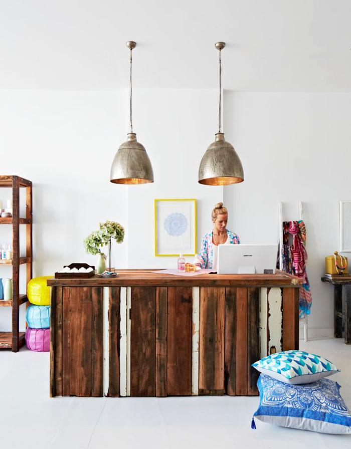 comptoir-en-bois-recyclé-décor-rustique-industriel-bois-réutilisé