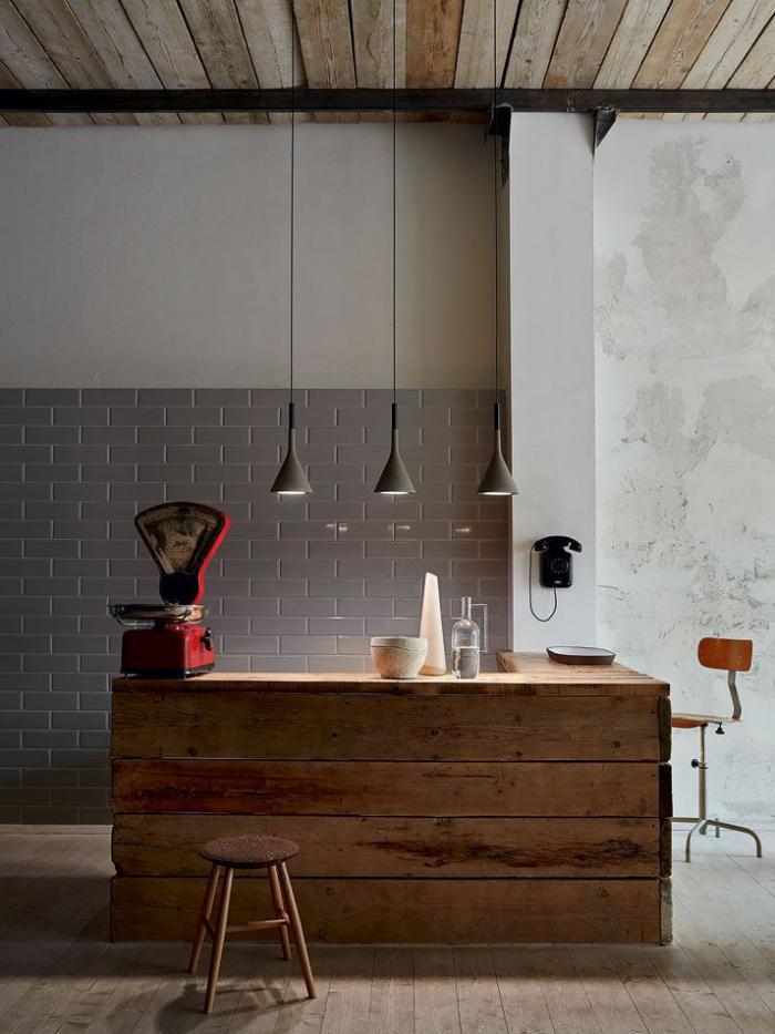 comptoir-en-bois-recyclé-jolie-décor-en-bois-réutilisé