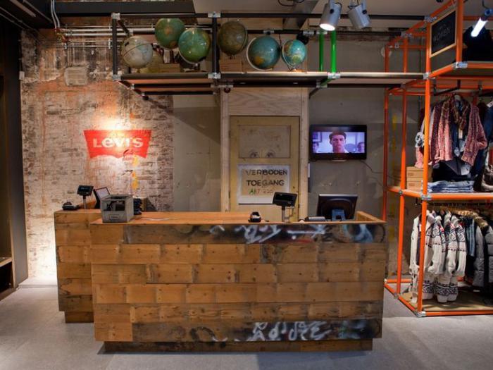 comptoir-en-bois-recyclé-magasin-déco-industrielle