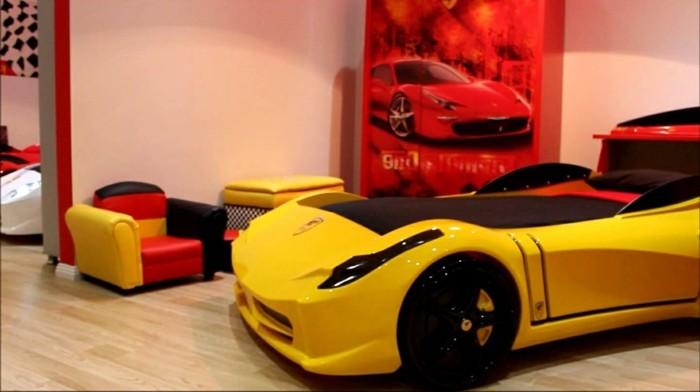 conforama-lit-voiture-enfant-pas-chambre-enfant-déco-automobile-le-ferrari-jaune