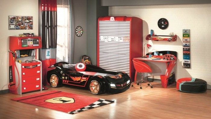 cool-idée-pour-le-lit-voiture-formule-1-lit-chambre-enfant-belle-chambre-en-rouge-et-noir