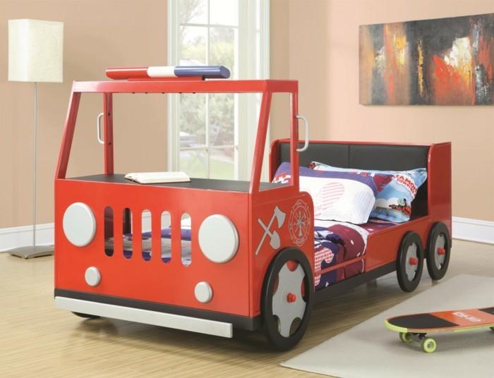 cool-idée-pour-le-lit-voiture-formule-1-lit-chambre-enfant-feu-alarme