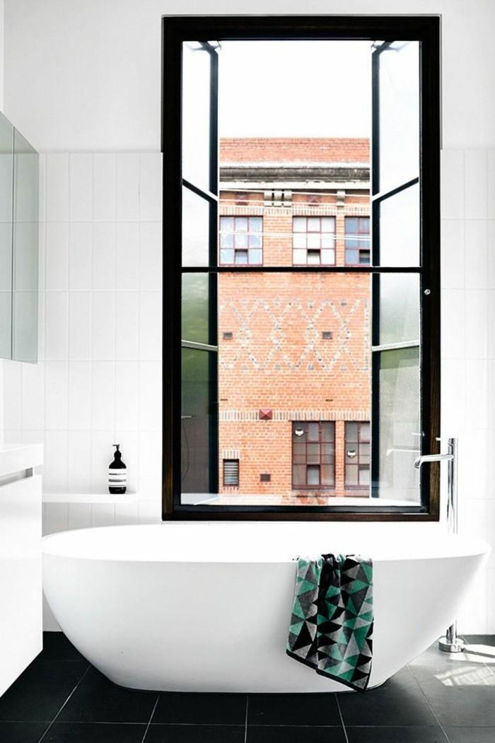cool-intérieur-de-lux-baignoire-design-baignoire-retro-vue-salle-de-bain