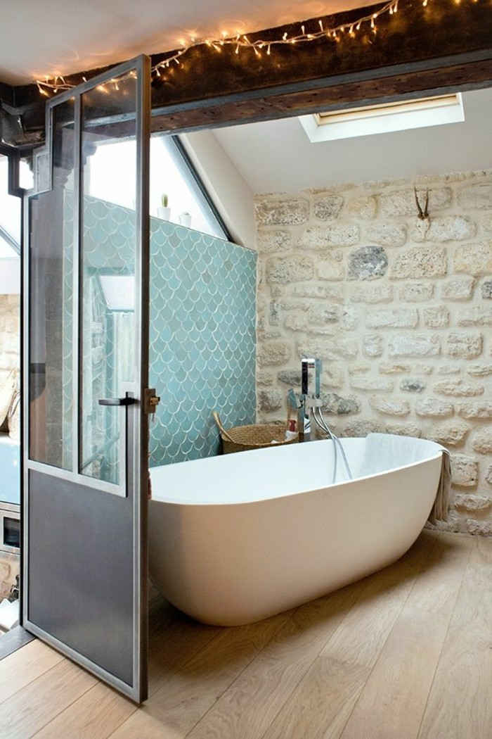 La baignoire ovale les meilleurs id es pour votre salle for Idee deco baignoire