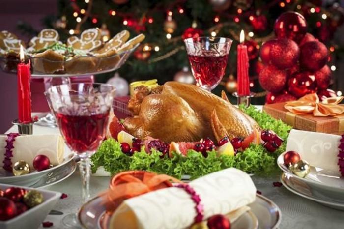 décoration-sapin-de-noel-déco-table-noel-creation-deco-noel-vin-rouge