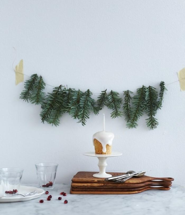 deco-noel-exterieur-gifi-deco-noel-guirlande-vert-pour-decorer-les-murs-dans-la-cuisine