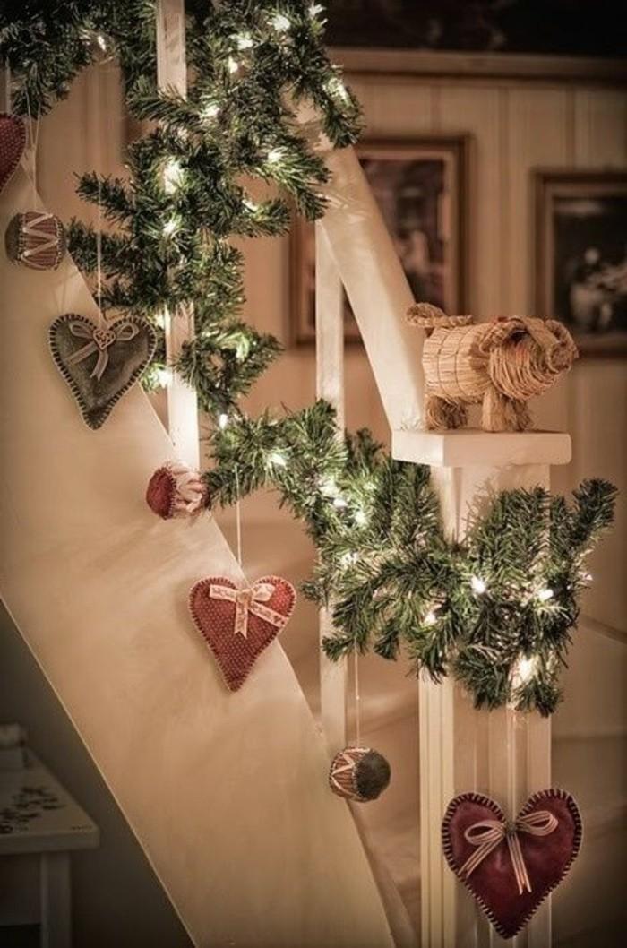 decoration-pour-l-escalier-dans-le-couloir-escalier-en-bois-blanc-decoration-pour-l-escalier