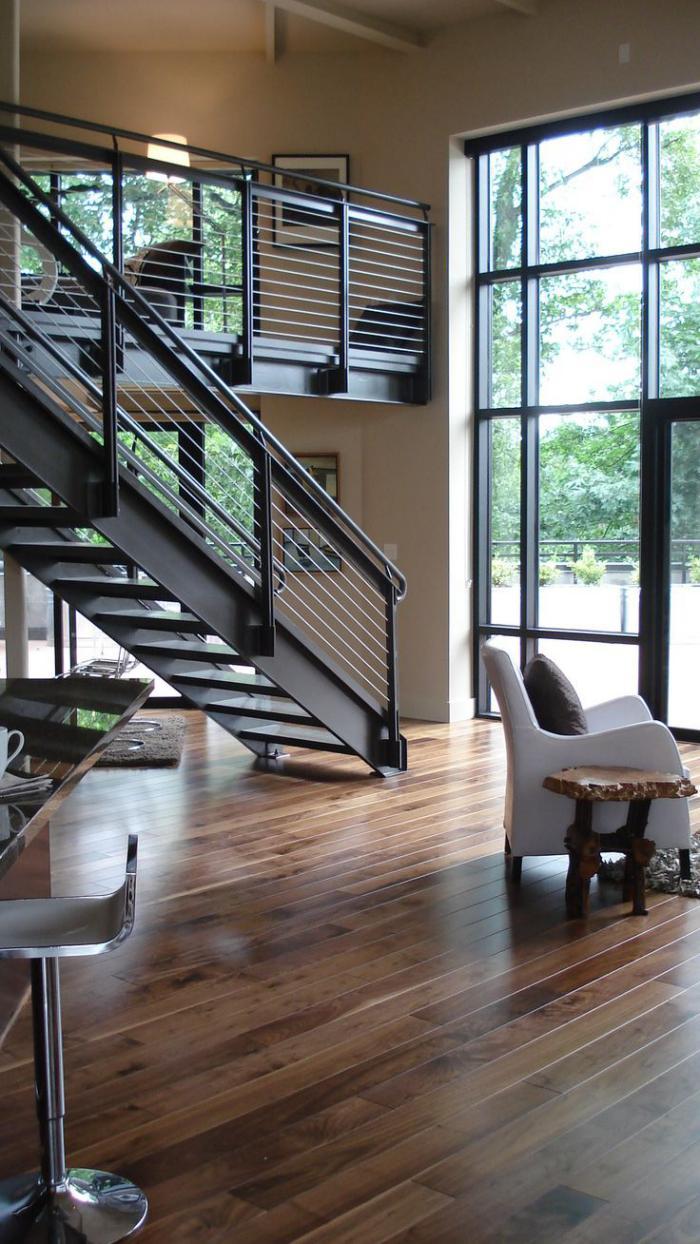 escalier-métallique-escalier-droit-en-métal-maison-contemporaine
