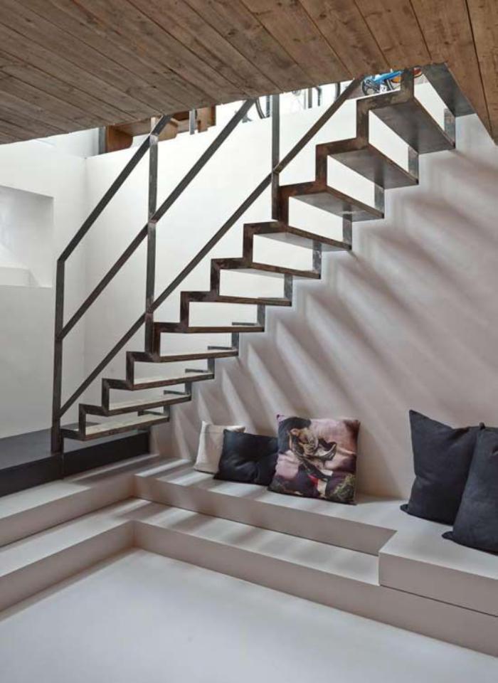 escalier-métallique-loft-contemporain-original