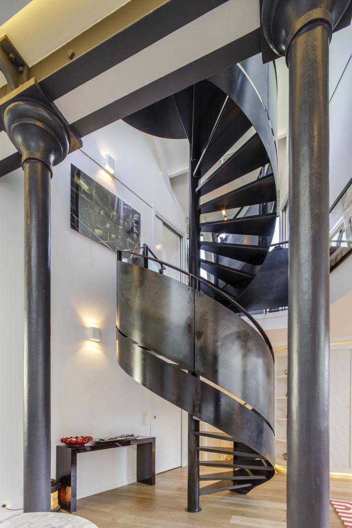 escalier-métallique-rambarde-métallique-design-hélicoidal