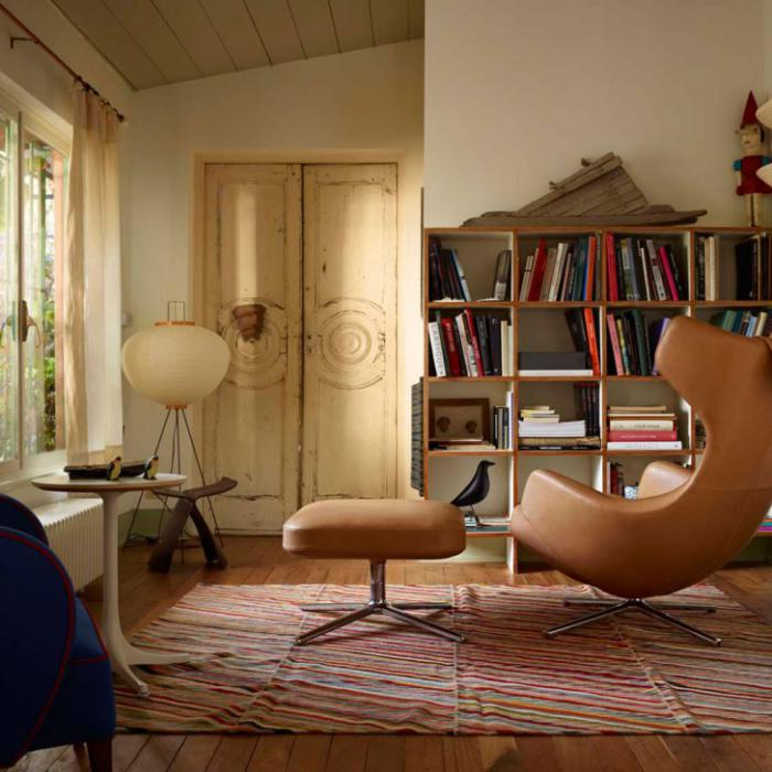 fauteuil-oeuf-design-cuir-marron-intérieur-shabby-chic
