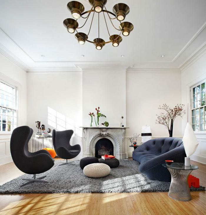 fauteuil-oeuf-deux-fauteuils-oeuf-dans-un-grand-salon-moderne