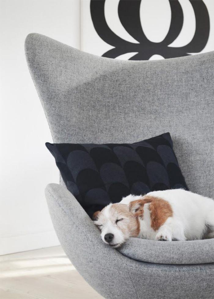 fauteuil-oeuf-joli-et-confortable-en-gris