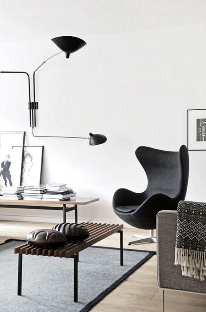 fauteuil-oeuf-noir-dans-une-pièce-style-scandinave