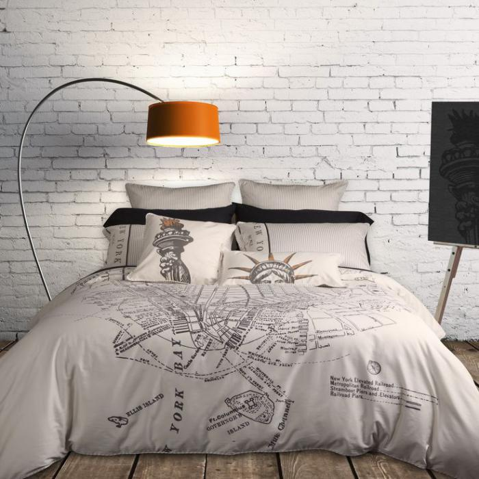 housse-de-couette-new-york-linge-de-lit-original-dans-une-chambre-à-coucher