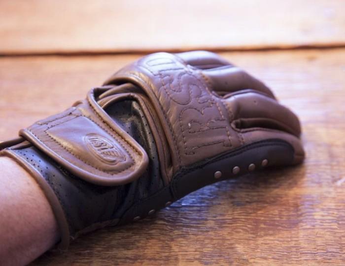 idée-gant-moto-cross-gant-alpinestar-cuir-brun