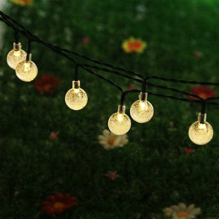 idée-guirlande-lumineuse-boule-guirlande-boule-lumineuse-boules-jardin