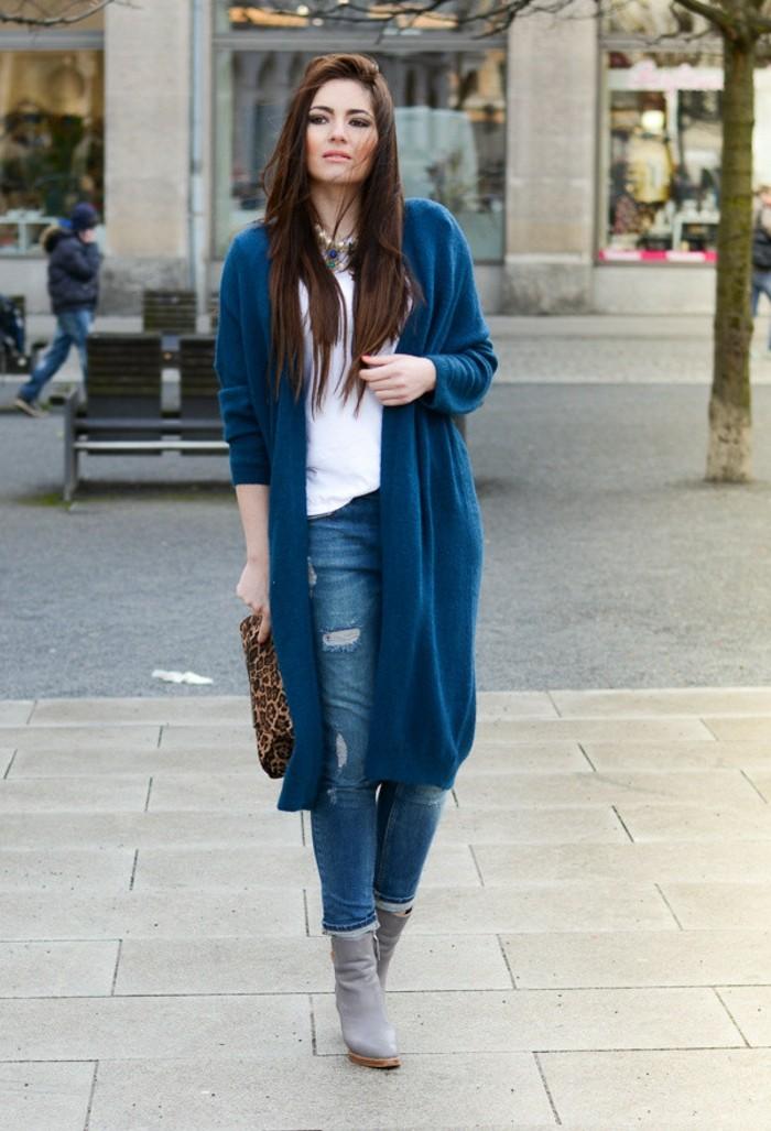 idée-tenue-gilet-long-sans-manche-femme-bleu-jean-gilet-bottes