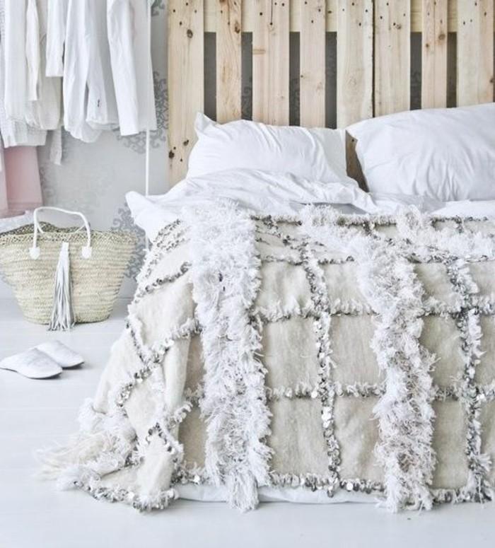 ikea-tete-de-lit-fabriquer-tete-de-lit-en-palettes-en-bois-clair-comment-choisir-le-design-de-la-tete-de-lit